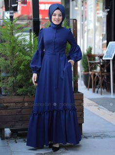 Winter Fashion Trends 2020 for Casual Outfits Street Hijab Fashion, Abaya Fashion, Fashion Dresses, Fashion Muslimah, Abaya Mode, Mode Hijab, Senior Prom Dresses, Gala Dresses, Islamic Fashion