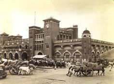 60 Amazing Vintage Photos Show Everyday Life in Calcutta, the Capital of India's West Bengal State, in the Middle Rare Images, Rare Photos, Old Photos, Vintage Photos, Rare Pictures, India West, History Of India, West Bengal, Historia