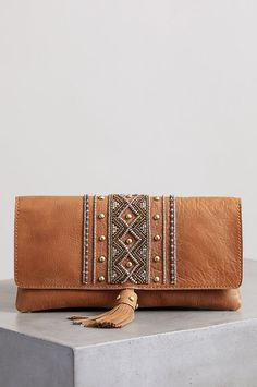 Sahara Sunset Beaded Leather Crossbody Clutch - Source by schnerchine Leather Wallet Pattern, Handmade Leather Wallet, Leather Gifts, Leather Clutch Bags, Leather Purses, Leather Handbags, Crossbody Clutch, Leather Tassel, Womens Leather Wallet