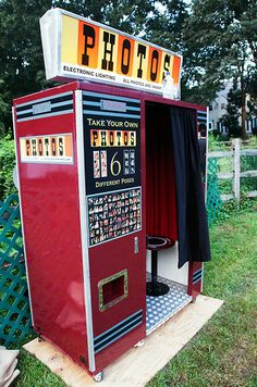 How fabulous is this outdoor photobooth? Give guests a few props for their pictures to make the experience even more fun!
