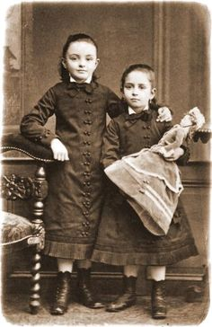 Jeanne et Marie Guérin petites filles : cousins of the Martin sisters