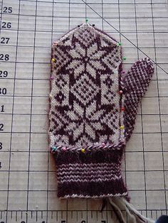 Northstar Mittens by Vicki / Knitorious, via Flickr  This HAS to be required knitting for my Minnesota friends!