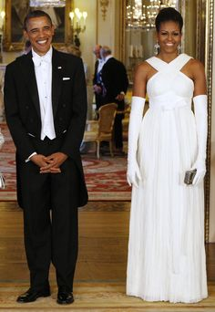 Add Gloves For an Extra Bit of Elegance: Wearing a cream Tom Ford gown at a state dinner at Buckingham Palace.