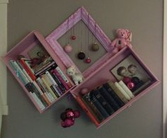 Decorate the bookshelf made from two old dresser drawers