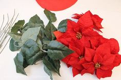 Quick Poinsettia Placemats: These elegant poinsettia Christmas placemats can also be used as centerpieces or even wall hangings! All you need is a piece of square felt and some fake poinsettias and a hot glue gun. Christmas 2016, Christmas Signs, Christmas Holidays, Christmas Wreaths, Xmas, Christmas Ornaments, Merry Christmas, Christmas Table Settings, Christmas Decorations To Make