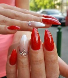 Semi-permanent varnish, false nails, patches: which manicure to choose? - My Nails Cute Nails, Pretty Nails, My Nails, Red Gel Nails, Red Stiletto Nails, Coffin Nails, Simple Gel Nails, Gel Nagel Design, Red Nail Designs