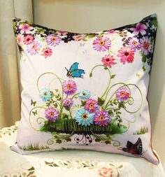 Love the bright and cheerful ribbonwork flowers! Achado na net Cushion Embroidery, Silk Ribbon Embroidery, Embroidery Stitches, Hand Embroidery, Embroidery Designs, Wool Quilts, Brazilian Embroidery, Ribbon Art, How To Make Pillows