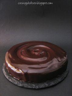 Lo dicho en la anterior entrada... unos meses de sequía, pero aquí estamos de vuelta, y con una tarta más que estupenda para celebrarlo. ... Baileys, Flan, Cheesecakes, Mousse, Food And Drink, Pudding, Cupcakes, Desserts, Recipes