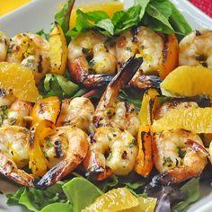 Orange Mint Grilled Shrimp - eine kurze Sommer Abendessen war nie schmackhafter als diese einfache gegrillten Garnelen Rezept, dienen mit etwas Reis, Nudeln oder einem frischen Salat der Saison.