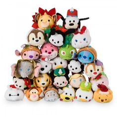 The big Christmas countdown has never been more exciting with our festive Tsum Tsum advent calendar! Behind each numbered window hides an adorable Tsum Tsum mini soft toy, ready to join your collection! Tsum Tsum Advent Calendar, Ty Plush, Daddys Little Princess, Disney Stuffed Animals, Tsumtsum, Disney Tsum Tsum, Kawaii, Baby Girl Blankets, Disney Merchandise