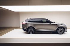 The newest 2019 Range Rover Velar SVR is a high-quality car which will not just be a visible update on the previous version but also a high-performance model of the series. Range Rover 2018, Range Rover Car, Range Rovers, Hd Cool Wallpapers, Chalet Design, Suv Models, Jaguar Land Rover, Top Cars, Motor Car