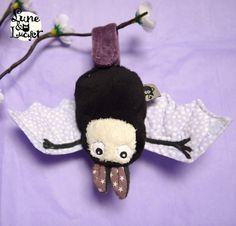 Doudou chauve souris porte bonheur noire et blanche- doudou unique et original - étoiles Lune et Lucifer font les doudous les plus craquants au monde ... au moins !