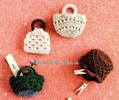 Handbags for crocheting amigurumi Crochet Wallet, Crochet Box, Crochet Purses, Cute Crochet, Knit Crochet, Doll Clothes Patterns, Clothing Patterns, Crochet Flats, Knitted Dolls