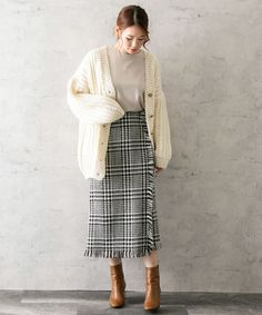 Korean Fashion Winter, Korean Fashion Casual, Korean Outfits, Retro Outfits, Chic Outfits, Long Skirt Fashion, Long Skirt Outfits, Spring Outfits Women, Winter Fashion Outfits