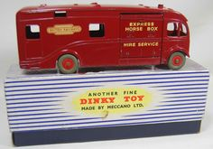 Dinky Toys 981 AEC Maudslay British Railways Express Horse Box