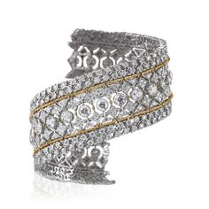 Vittoria Bracelet Reminiscent of the glory of queen Victoria's reign, it exudes elegance and opulence. A stream of diamonds runs along a flexible band that hugs the wrist snugly thanks to its special links, a Buccellati exclusive, often imitated but never duplicated. Buccellati recreates grace and harmony by combining the art of engraving and motifs that made the brand famous worldwide.
