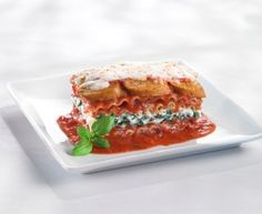 Lasagna with Italian Sausages, ricotta and spinach Italian Sausage Lasagna, Italian Sausages, Ricotta, Quick Recipes, Sauce, Salmon Burgers, Mozzarella, Sandwiches, Spaghetti