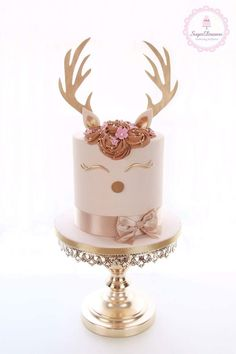 Reindeer Antler Cake on shiny gold cake stand created by Opulent Treasures Reindeer Antler Cak Christmas Cupcakes, Christmas Sweets, Christmas Baking, Reindeer Christmas, Christmas Birthday Cake, Christmas Cake Designs, Pretty Cakes, Cute Cakes, Beautiful Cakes