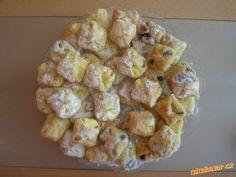 nekynuté koláčky | Mimibazar.cz Slovak Recipes, Czech Recipes, Russian Recipes, Czech Desserts, Sweet Desserts, Sweet Recipes, Eastern European Recipes, Pavlova, Sweet Tooth