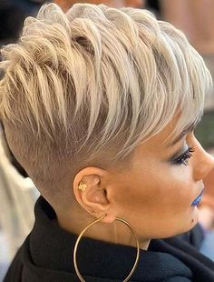 See here absolutely amazing styles of short pixie haircuts with trendy bangs to show off in 2020. Ladies who wanna their look so much cool and sexy they must check out these amazing pixie cuts in current year. Pixie Haircut Styles, Haircut Styles For Women, Short Pixie Haircuts, Short Hair Cuts For Women, Short Hairstyles For Women, Hairstyles Haircuts, Pixie Styles, Short Cuts, Funky Short Hair