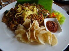 En Malaisie, ainsi que dans toute l'Indonésie, l'un des plats les plus traditionnels est le Mie-Goreng. En Indonésien, ça signifie d'ailleurs nouilles frites. A la différence du N…