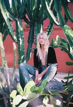 Amazing cactus location, love the velvet kimono too