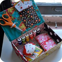 Sewing Kit Tutorial (with pincushion & needle book).  Free downloadable fourteen page set of instructions