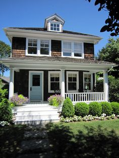 Southampton Cottage This Could Not Be Any Cuter Shingle Style Is Very Similar Due To The Unusual Use Of Affordable Wood Products In These Homes The