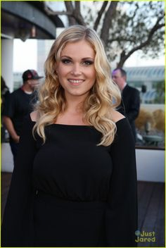 Eliza Taylor at the Comic-Con 2014 - this for hair length? Ya.