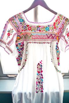 Items similar to Vintage Oaxaca dress with STUNNING floral embroidery and open crochet work on Etsy Hippie Style, Mode Hippie, Bohemian Mode, Gypsy Style, Hippie Chic, Bohemian Style, Style Me, Mexican Fashion, Folk Fashion
