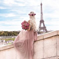 Image shared by Shaniza♚♔. Eiffel Tower Photography, Paris Photography, Girl Photography, Paris Pictures, Girly Pictures, Paris Photos, Beautiful Paris, I Love Paris, Beautiful Images