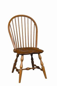 Amish Wilton Windsor Chair Lancaster Collection Our Wilton Windsor Chair features handcrafted wood with beautiful turned legs and a classic English look that is sure to delight. Cool Chairs, Bar Chairs, Side Chairs, Stools, Windsor Dining Chairs, Dining Room Chairs, Chinoiserie, Chair Design Wooden, Wooden Chairs