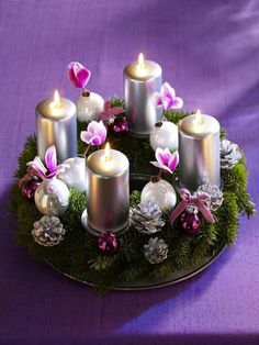 could make a nice centerpiece for the table or mantle. Christmas Advent Wreath, Christmas Pine Cones, Christmas Porch, Christmas Candles, Christmas Is Coming, Winter Christmas, All Things Christmas, German Christmas, Christmas Campaign