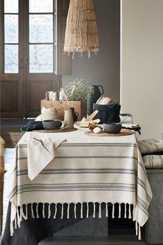 10 things you need right now from H&M HOME - simple dinnerware and kitchenware with natural textures