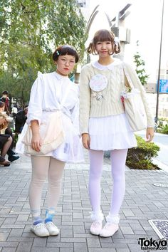 Bunka Fashion College students in white skirts and tights - along with touches of Fairy Kei pastel - in Shinjuku. Asian Street Style, Tokyo Street Style, Japanese Street Fashion, Tokyo Fashion, Harajuku Fashion, Kawaii Fashion, Asian Fashion, Fashion Outfits, Japanese Streets