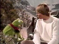 ▶ John Denver and the Muppets: A Christmas Together is a 1979 Christmas television special starring Jim Henson's Muppets and singer/songwriter John Denver. Christmas Shows, Christmas Music, Christmas Movies, Muppets Christmas, Xmas, Christmas Tree, John Denver, Jim Henson, Christmas Tv Specials