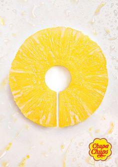 Pineapple | Chupa Chups #ad #print #creative Hyperbole (concentré de fruit) doublée d'un rappel  visuel de la forme du produit