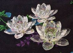 Beautiful Home Decoration Pieces Crystal Lotus Flowers are excellent conductors of energy. Place this crystal near a window in your home to catch the direct sunlight shining along any wall. Feng Shui, Decoration Piece, Principles Of Design, Cute Little Things, Suncatchers, Flower Decorations, Beautiful Flowers, Beautiful Homes, Cool Pictures