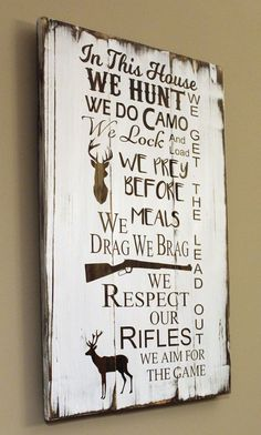 In this house we hunt made of pallet wood In this house we hunt we do camo we lock and load we prey before meals drag we brag we respect our rifles we aim for the game and get the lead out Ma Pallet Crafts, Pallet Art, Pallet Signs, Pallet Wood, Wood Crafts, Pallet Ideas, Cabin Crafts, Rustic Crafts, Vinyl Crafts