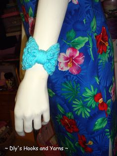 I'm adoring this free crochet jewelry pattern designed by Debi of Dly's Hooks and Yarns!