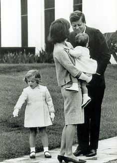 """I'm a woman above everything else"" - Jackie Kennedy, here with her husband President JFK & her 2 young children, Caroline & John Jr. Caroline Kennedy, Jacqueline Kennedy Onassis, Estilo Jackie Kennedy, John Kennedy Jr., Les Kennedy, Jaqueline Kennedy, American Presidents, Us Presidents, American History"
