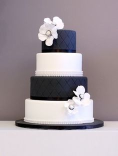 Wedding cake black & white theme and add colorful flowers and piping