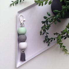 Key chain with wooden beads - DIY Daxley Designs Polymer Clay Keyring Clay Keychain, Polymer Clay Necklace, Polymer Clay Earrings, Keychains, Diy Keyring, Polymer Clay Projects, Diy Clay, Clay Charms, Clay Creations
