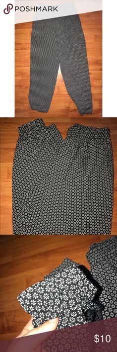 Flower PARACHUTE PANTS Lost the tags, size medium. Excellent condition almost new, has elastic around waste and ankles. Can wear high wasted, super cute Mudd Pants