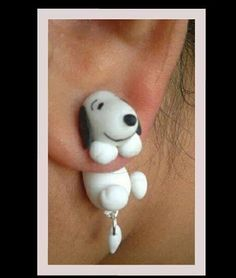 Snoopy earrings -- Oh my goodness! This is adorable! Snoopy Love, Charlie Brown And Snoopy, Snoopy And Woodstock, Charlie Brown Christmas, Cute Jewelry, Diy Jewelry, Joe Cool, Peanuts Snoopy, Biscuit