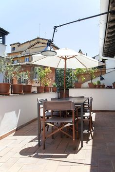 A cozy and sunny terraces Rome. Green Plants, Rome, Italy, Patio, Lighting, Interior, Outdoor Decor, Modern, Balcony
