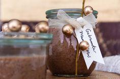 Gebrannte Mandeln als Mus - Das ist weihnachtliche Vorfreude pur! Als Brotaufstrich, zum Löffeln oder zum Verschenken die perfekte (vegane) süße Sünde.