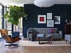 Busca imágenes de Salas de estilo moderno en gris: Bantam Sofa . Encuentra las mejores fotos para inspirarte y crea tu hogar perfecto.