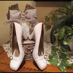 """VERSACE VINTAGE WHITE PUMPS Versace, Versace ❤ These white Gianni Versace pumps are made of the SOFTEST LEATHER! The shoes are super high quality & so classy! 3.5"""" heel. Some scuffing due to normal wear. Timeless & classy! NO TRADES. Reasonable Offers only please Gianni Versace Shoes Heels"""