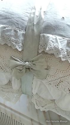 Soft shades of bed linens with sewn-on edges of purchased lace ~ all tied up with a matching silk bow!the linen closet Shabby Vintage, Vintage Lace, Estilo Shabby Chic, Shabby Chic Decor, Linen Bedding, Bed Linens, Linen Pillows, Bedding Sets, Linens And Lace